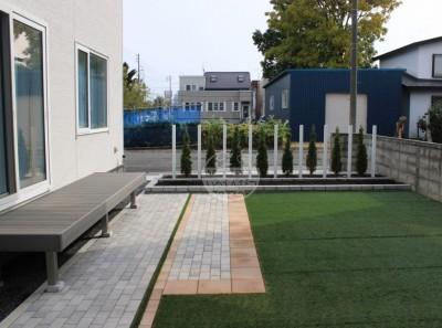 札幌市北区新琴似 樹ら楽ステージ ロシェナチュラル 人工芝 コニファー