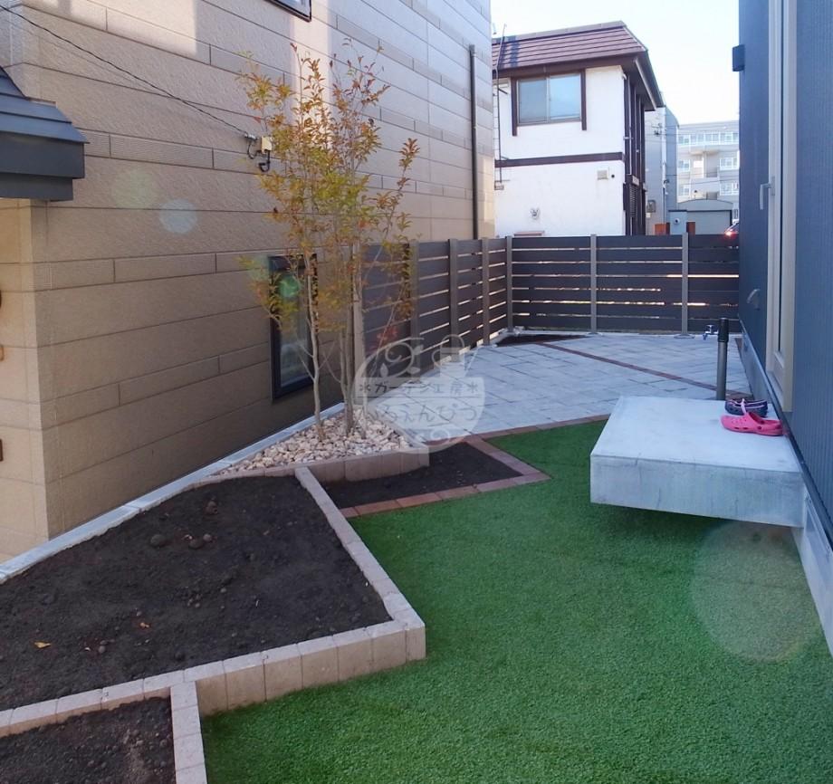 札幌市 花壇 ストレートガーデン シャラ 人工芝